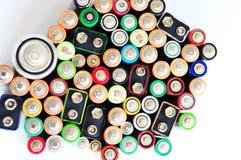 Batteriewiederverwertung Umweltprobleme verursachten durch Beseitigung von Batterien Wiederverwertung von den Batterien und von B stockfotografie