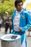 Batterista che esegue per l'apertura del Salta, Argentina di carnevale Fotografia Stock