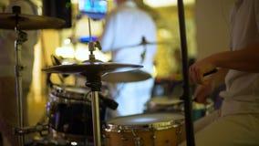 Batterista Playing al partito video d archivio