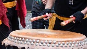 Batterista sul festival cinese del nuovo anno della via Fotografie Stock