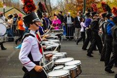 Batteristi della fanfara nella parata di Philly Fotografie Stock