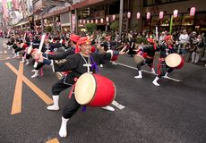 Batteristi giapponesi di taiko di festival Immagine Stock