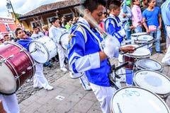 Batteristi in marcia, festa dell'indipendenza, Antigua, Guatemala Fotografie Stock