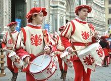 Batteristi medievali in una rimessa in vigore in Italia Fotografie Stock Libere da Diritti