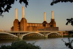 Battersea Power Station. A view across the River Thames to the iconic decommissioned Battersea Power Station Stock Photos