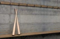 Battes de baseball dans la chambre de changement illustration stock