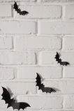 Battes de papier sur le mur Photo stock