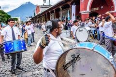 Batteurs, Jour de la Déclaration d'Indépendance, Antigua, Guatemala photos stock
