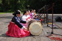 Batteurs, société pour l'éducation coréenne de danse Images stock