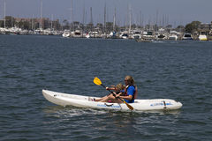 Battez la chaleur Kayaking en Californie Photo stock