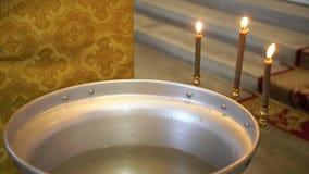 Battezzare la fonte di cerimonia video d archivio