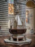 Battisteria在大教堂中央寺院在奥尔维耶托Umria, 库存照片