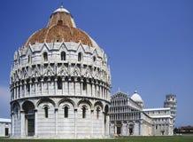 battistero倾斜比萨塔的意大利 免版税库存图片