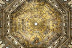 Battistero di San Giovanni eller Baptistery av St John den baptistiska Mosaik-dekorerade kupolinre i Florence, Italien Arkivfoto