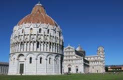 Battistero di St John, torre pendente di Pisa e cattedrale, AIS fotografia stock