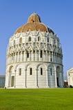 Battistero i Pisa - Italien Royaltyfria Bilder