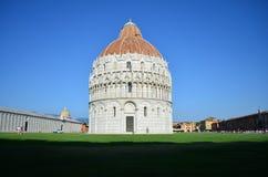 Battistero a Pisa accanto alla torre pendente Architettura romanica e gotica pisa tuscany L'Italia immagine stock