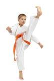 Battito diretto del piede di scossa lo sportivo in un kimono Fotografia Stock Libera da Diritti