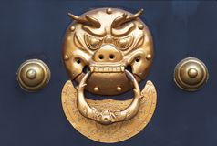Battitore di porta cinese colorato dorato Immagine Stock