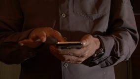 Battitura a macchina dello Smart Phone a macchina video d archivio