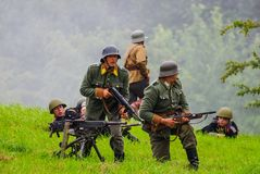 Battlefield soldiers with machine gun Royalty Free Stock Photos