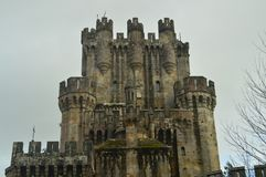 Battlements της πίσω πρόσοψης του Castle Butron, Castle ενσωμάτωσαν τους Μεσαίωνες Ταξίδι ιστορίας αρχιτεκτονικής Στοκ Φωτογραφίες