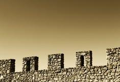 Τοίχος με battlements, διάστημα για το κείμενο, χρώμα σεπιών Στοκ Εικόνες