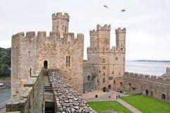 Battlements do castelo de Caernarfon Imagens de Stock