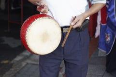 Battre un tambour Photo libre de droits