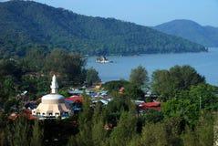 batu ferringhi马来西亚清真寺海运视图 免版税库存照片