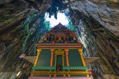 Batu foudroie Kuala Lumpur Malaysia, caverne intérieure scénique de chaux décorée des temples et des tombeaux indous, destination images libres de droits