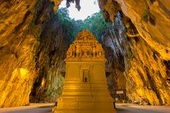 Batu grotta i morgonen Arkivbilder