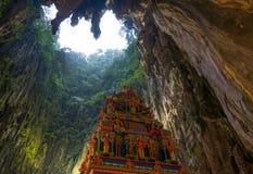 Batu höhlt Kuala Lumpur Malaysia, die szenische Innenkalksteinhöhle aus, die mit Tempeln und Hinduschreinen, Reiseziel herein ver lizenzfreie stockbilder