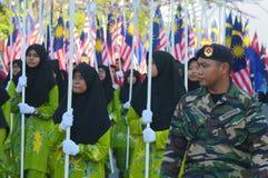 BATU PAHAT- 31 DE AGOSTO: Los malasios participan en el desfile del día nacional, celebrando el 56.o aniversario de la independenc Foto de archivo libre de regalías