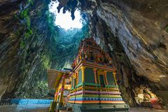 Batu scava Kuala Lumpur Malaysia, caverna interna scenica del calcare decorata con le tempie ed i santuari di indù, destinazione  immagini stock