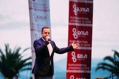 Batumi, Adjara, Georgia El cantante se realiza en etapa de la calle durante fotos de archivo