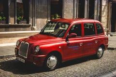 Batumi, Adjara, Georgia - 21. September 2017 Taxi auf der Enge Lizenzfreie Stockfotos