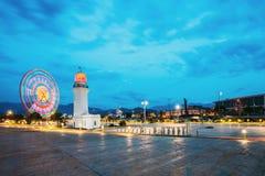Batumi, Adjara, la Géorgie Phare de Ferris Wheel In Motion And Pitsunda Image stock