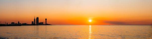 Batumi, Adjara, la Géorgie Remblai au lever de soleil de coucher du soleil lumineux image libre de droits