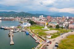 BATUMI, GEÓRGIA - 4 DE AGOSTO DE 2013: Skyline de Batumi do whe dos ferris Foto de Stock Royalty Free