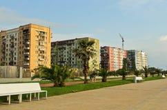BATUMI, GEÓRGIA 25 DE MAIO DE 2015 Construções velhas coloridas em Batumi Fotografia de Stock Royalty Free