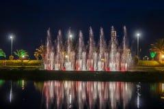 BATUMI, 7 Georgië-JULI de Dansende Fonteinen van 2015 op Ardagani-Meer Lichte en muzikale die fonteinen terug in 2009 worden geïn Stock Foto's
