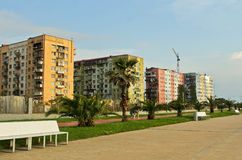BATUMI, GEORGIA AM 25. MAI 2015 Farbige Altbauten in Batumi Lizenzfreie Stockfotografie