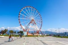 31 03 2018 Batumi, Gruzja - ferris koło na linii brzegowej ja Zdjęcie Stock