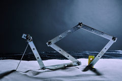 Bau auf einem Winterstrand Lizenzfreie Stockbilder