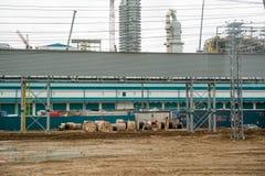 Bau der Anlage auf der Verarbeitung von hydrocarbonic Rohstoffen lizenzfreie stockfotografie