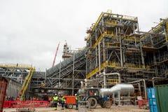 Bau der Anlage auf der Verarbeitung von hydrocarbonic Rohstoffen stockfotos