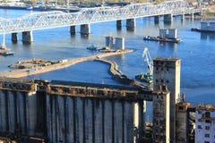 Bau der vierten Brücke über dem Yenisei in Krasnojarsk Lizenzfreie Stockfotografie