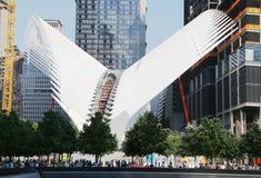 Bau der World Trade Center-Transport-Nabe, die von Santiago Calatrava entworfen ist, fährt in Manhattan fort Lizenzfreie Stockfotografie