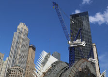 Bau der World Trade Center-Transport-Nabe durch Santiago Calatrava fährt in Manhattan fort Lizenzfreie Stockfotos